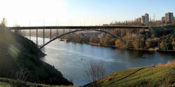 мост из металлоконструкций на остров Хортицу