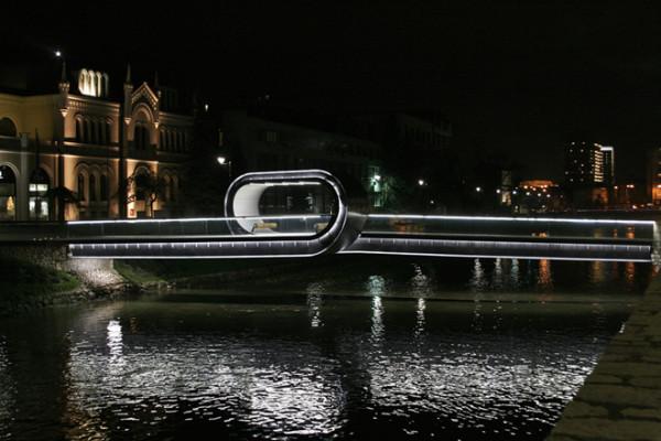 Мост «Спешите медленно» в Сараево