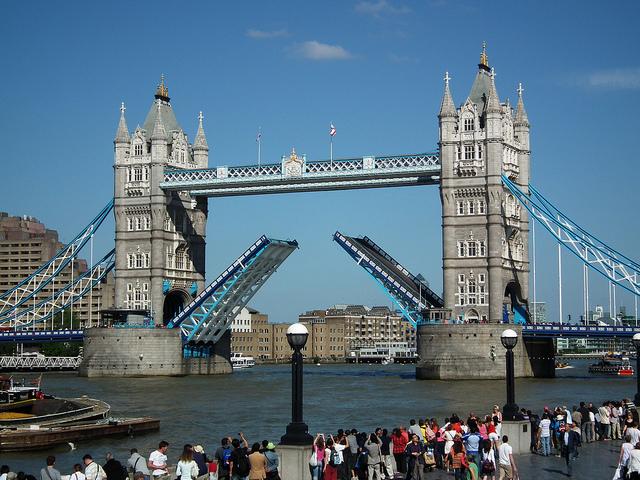 Тауэр Бридж в Лондоне, Великобритания