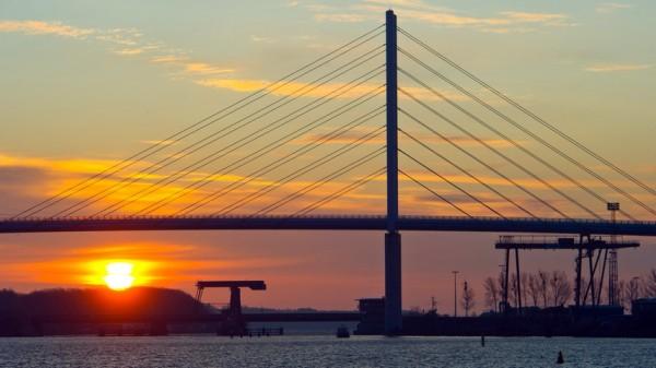 моста возле Рюген Штральзунд