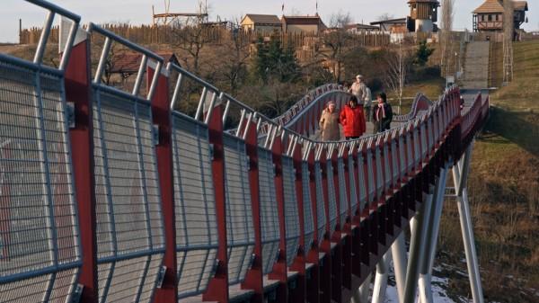 самый длинный деревянный мост в Европе
