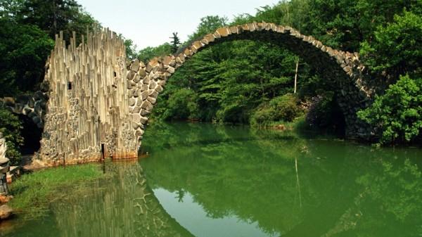 Арочный мост через Ракотцкое озеро